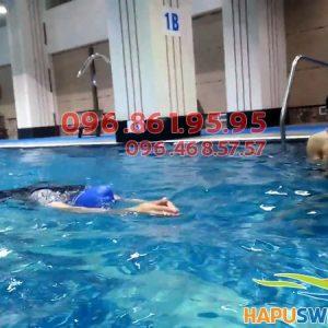 Tư thế thực hiện động tác tay trong bơi ếch