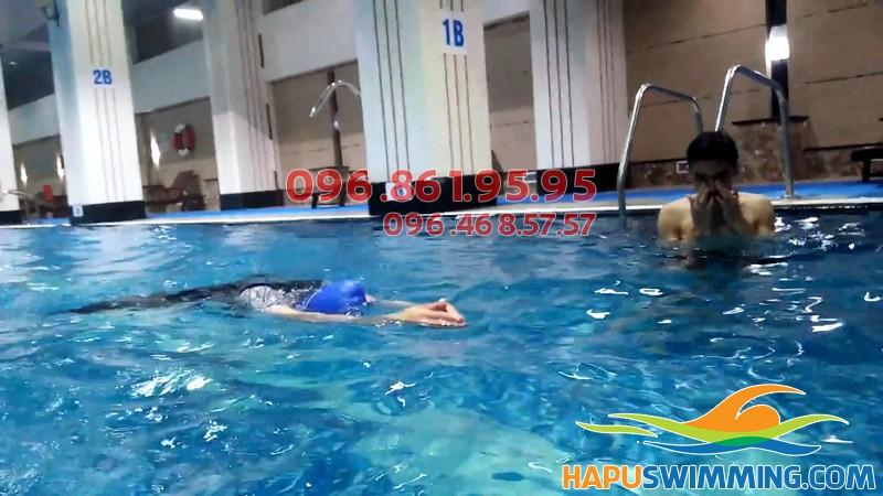 Hướng dẫn học bơi ếch cực đơn giản, có kèm video