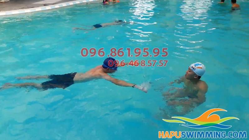 Lớp học bơi ở Hà Nội Swimming được tổ chức với hình thức kèm riêng chất lượng