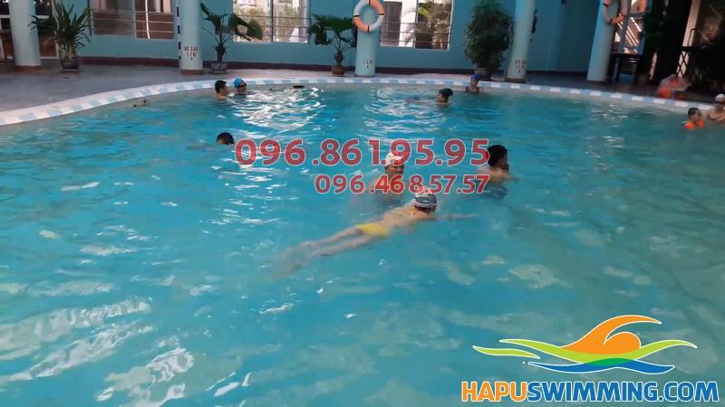 Học bơi Bảo Sơn, bé được học bơi với hình thức kèm riêng chất lượng