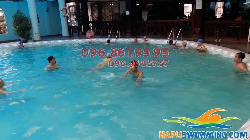 Bể bơi Ks Bảo Sơn - thiên đường bơi lội cho trẻ nhỏ