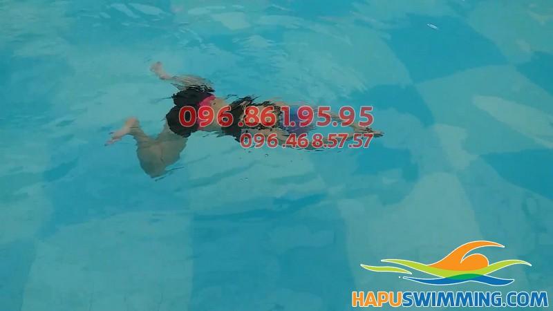 Tư thế chân trong bơi ếch
