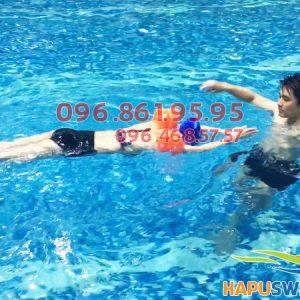 Lớp học bơi cho người mới bắt đầu sẽ dạy học viên kiểu bơi ếch