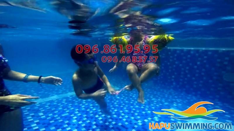 Lớp học bơi hè bổ ích cho các bé ở Hapulico