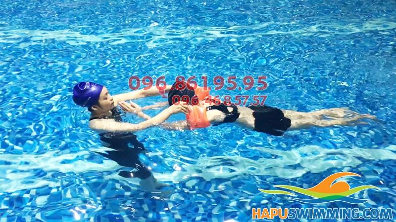 Các lớp học bơi kèm riêng bể Hapulico cho người lớn, trẻ em hè 2018