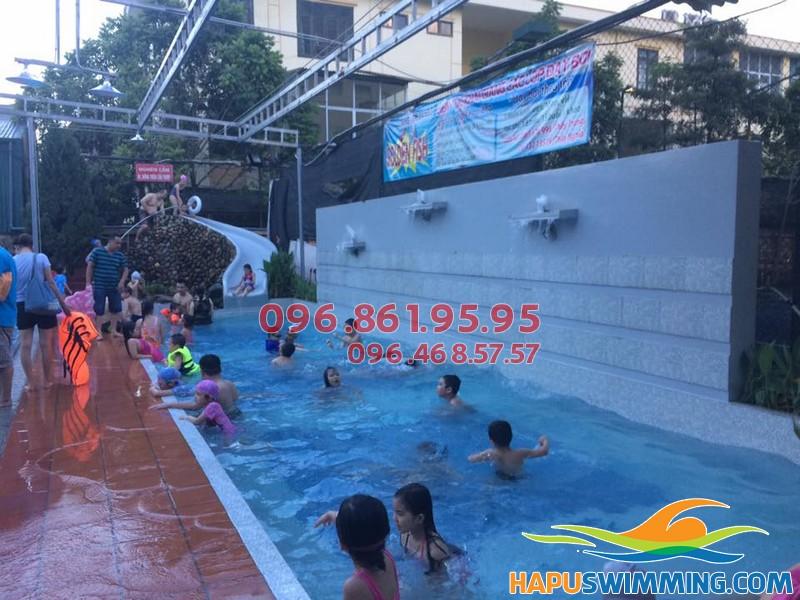 Lớp học bơi trẻ em tại bể bơi Bona được tổ chức với hình thức dạy kèm riêng