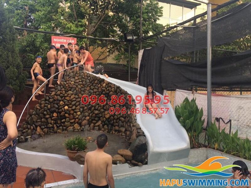 Cho bé học bơi kết hợp vui chơi tại bể bơi Bona
