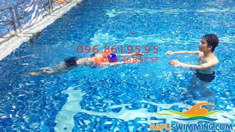 Đăng ký học bơi cho người lớn ở bể bơi Hapulico hè 2018