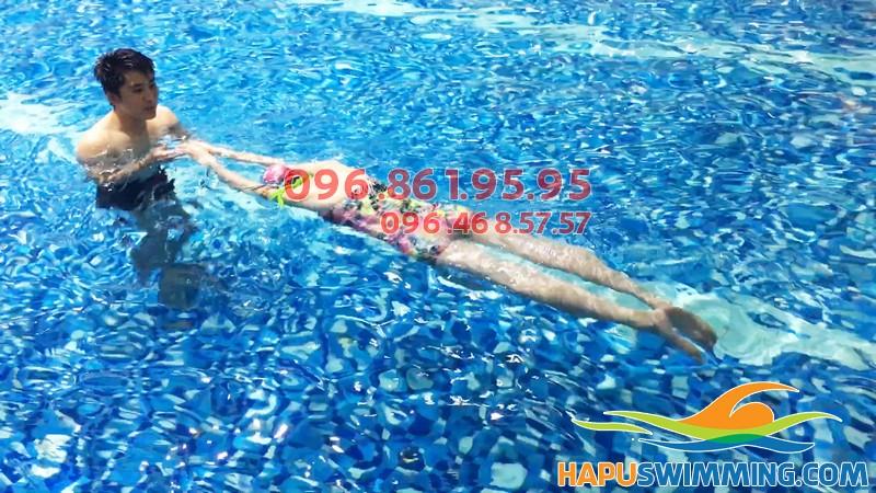 Học bơi ở Hapulico với hình thức kèm riêng chất lượng