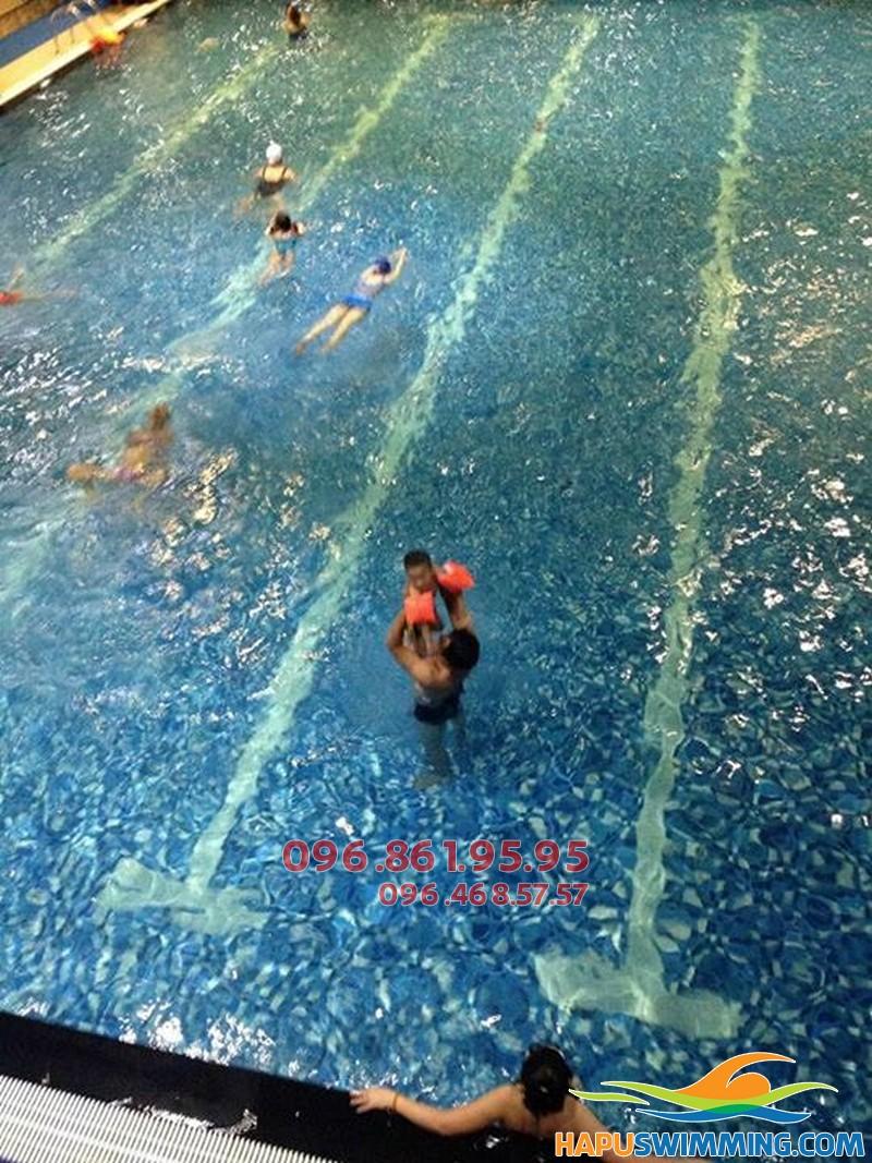 Lớp học bơi cho trẻ 4,5 tuổi tốt nhất ở bể bơi Hapulico hè 2018