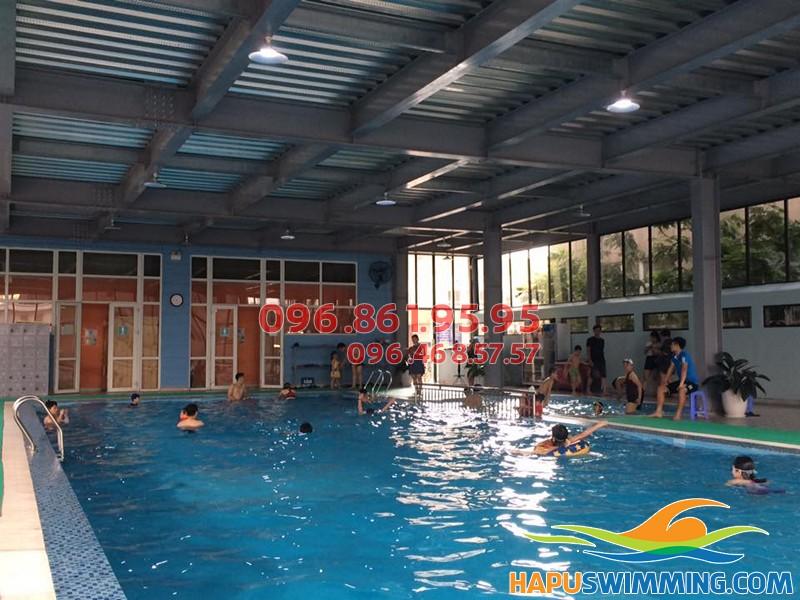 Các lớp học bơi cho người lớn ở bể bơi Nemo 289A Khuất Duy Tiến