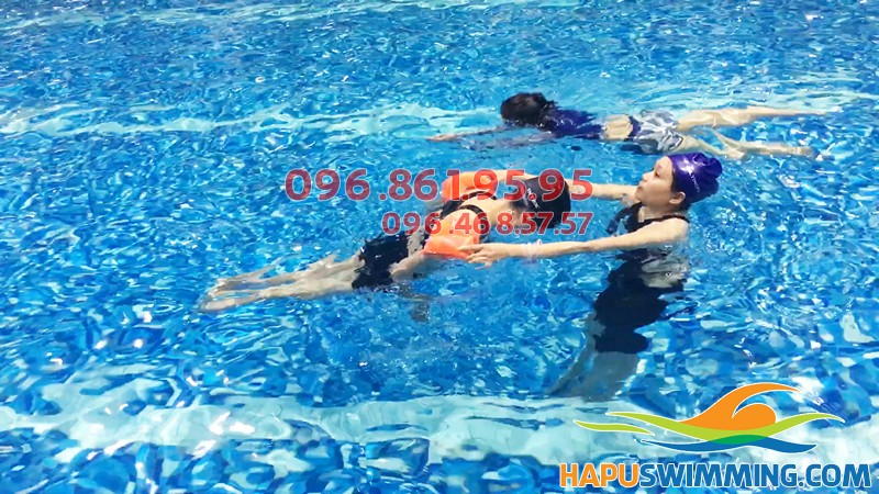 Học bơi bể Hapulio hè 2019 – Lớp học bơi cơ bản cho người lớn giá rẻ