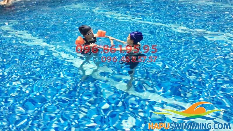 Học bơi bể Hapulio hè 2018 - Lớp học bơi cơ bản cho người lớn giá rẻ