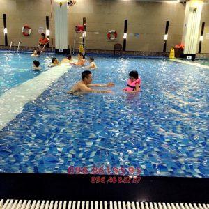 Bé học bơi ở Hapulico sẽ được học bơi với hình thức kèm riêng cực chất lượng