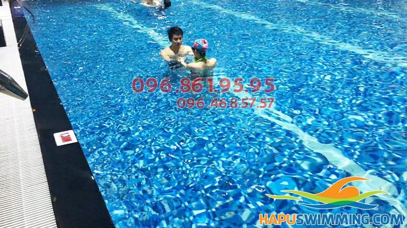 Học bơi hè 2018 bể Hapulico - Các lớp học bơi sải tốt nhất
