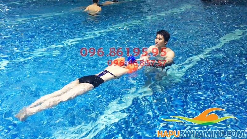 Học bơi hè 2018 bể Hapulico học phí học bơi sải bao nhiêu tiền 1 khóa
