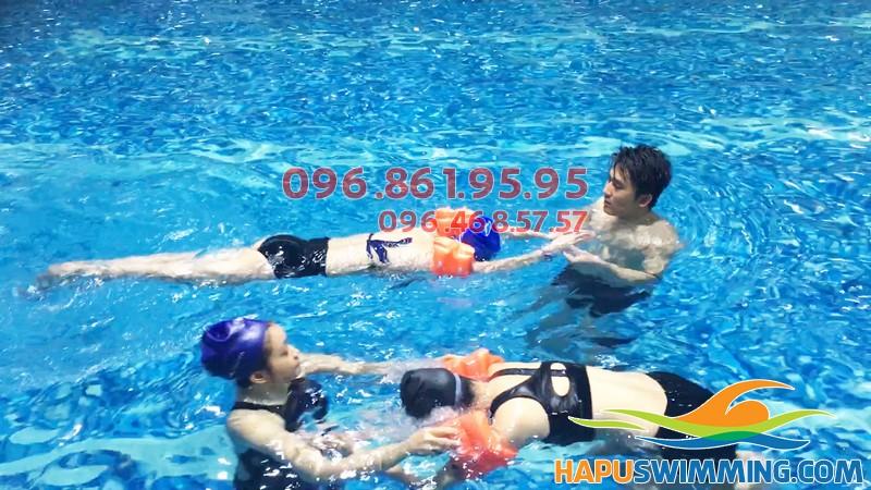 Để người lớn tuổi học bơi dễ dàng…|Lớp học bơi cho người cao tuổi