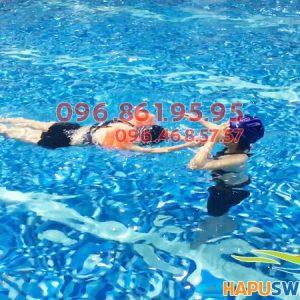Lớp học bơi cho người lớn ở Hapulico được tổ chức với hình thức kèm riêng chất lượng