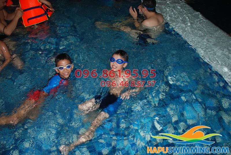 Lớp học bơi cho bé 6 tuổi cơ bản ở bể bơi Hapulico tốt nhất hè 2018