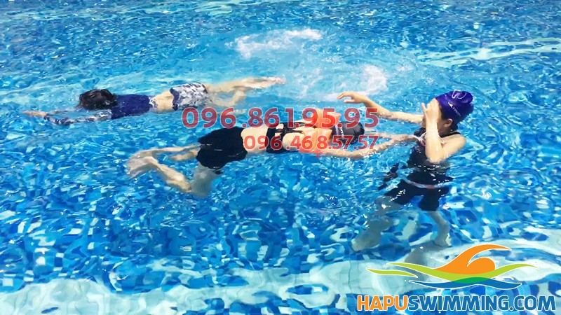 Giá học bơi ở Hà Nội: 1 khóa học bơi cơ bản kèm riêng bao nhiêu tiền?