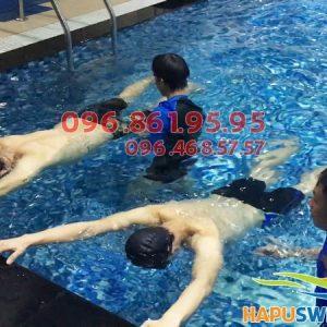 Học bơi tại Hapulico, học viên được chủ động chọn lịch học và giáo viên dạy bơi
