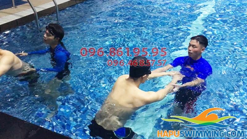 Tuyển sinh lớp học bơi kèm riêng ở bể bơi nước nóng Hapulico giá rẻ