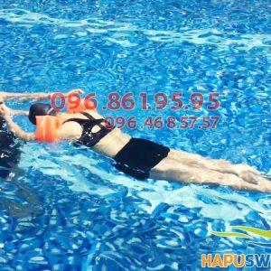 Lớp học bơi cho người lớn tại Hapulico được tổ chức với hình thức dạy kèm riêng chất lượng