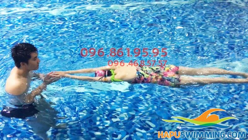 100% học viên học bơi tại Hapulico đều được học với hình thức dạy kèm riêng