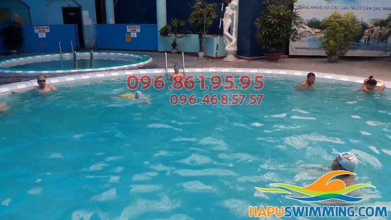 Một góc bể bơi Bảo Sơn, 50 Nguyễn Chí Thanh, Hà Nội