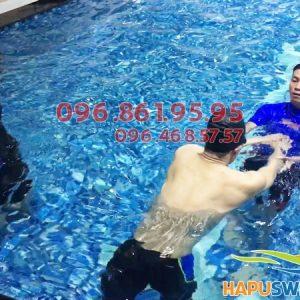Lớp học bơi cấp tốc ở Hapulico được tổ chức với hình thức dạy kèm riêng an toàn, chất lượng