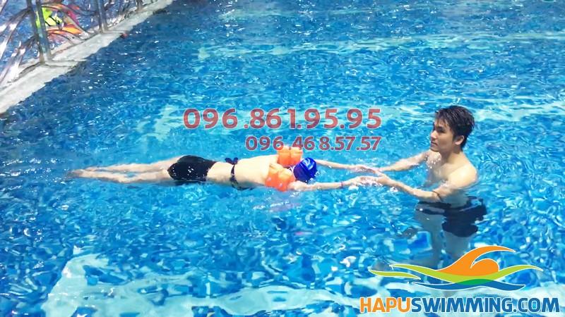 Học bơi ở Hapulico bạn được học bơi trong không gian sạch sẽ, sang trọng