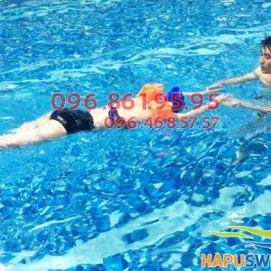 Lớp học bơi bể nước nóng Hapulico được tổ chức 100% với hình thức dạy kèm riêng