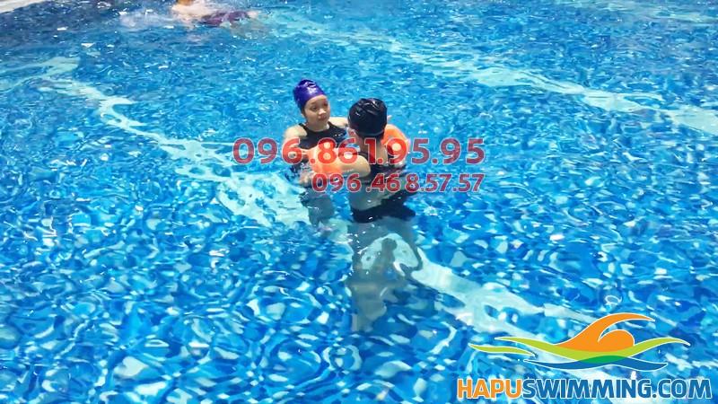 Bể bơi không hóa chất, sạch sẽ là khi nước trong vắt, không mùi, không gây cay mắt