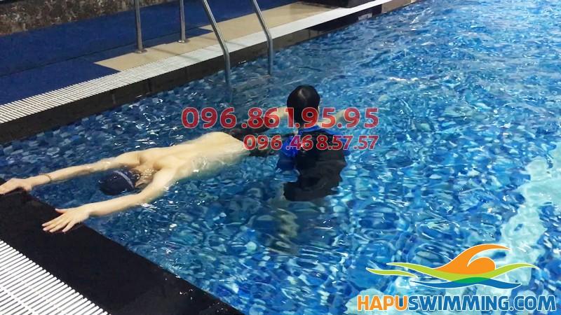 Video bơi ếch thành thạo sau 7 ngày học bơi tại Hapulico của anh Đạt