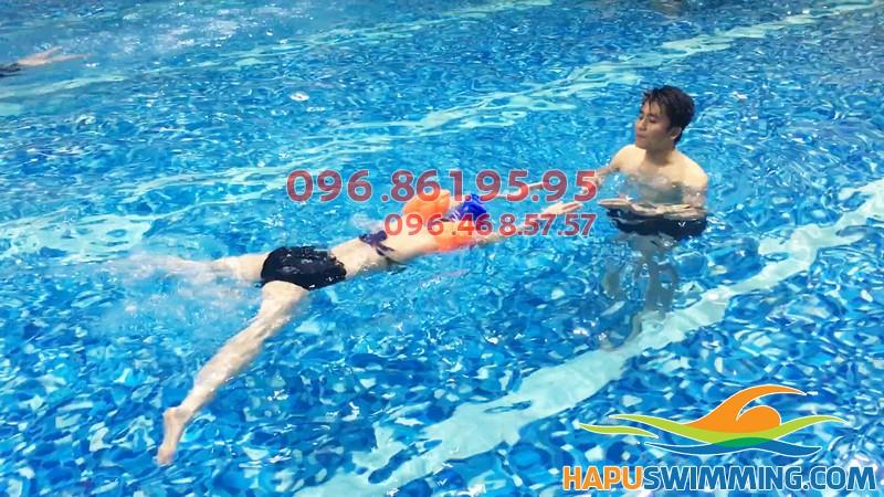 Học bơi ếch cơ bản tại bể bơi Hapulico