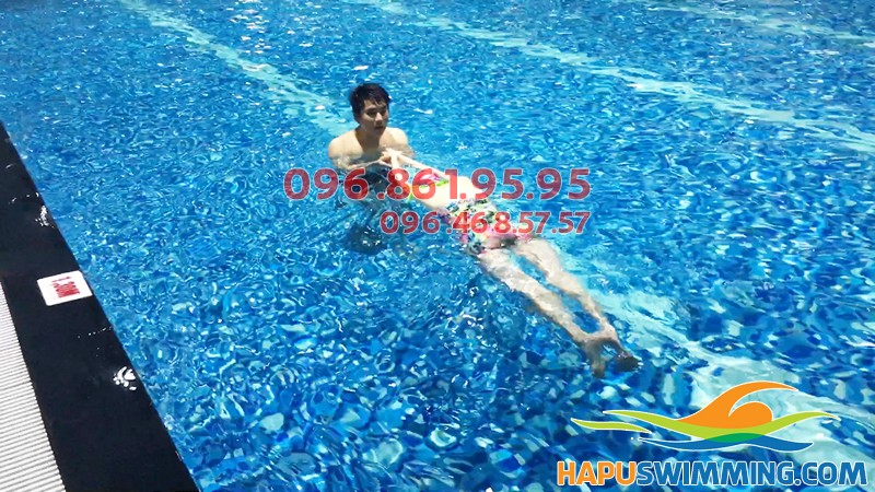 Học thả nổi dễ dàng hơn với 3 lời khuyên của chuyên gia bơi lội