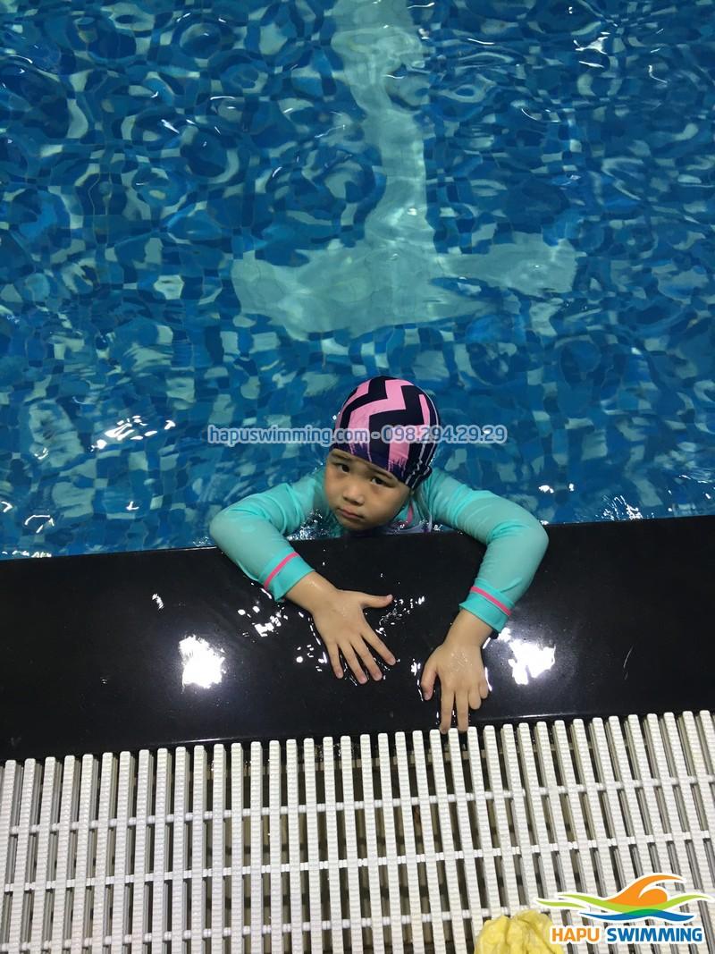 Trước khi cho trẻ đi học bơi, cha mẹ cần biết những gì?