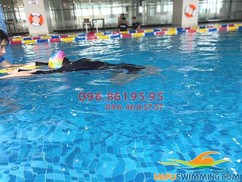 Bể bơi The Legend Pool hiện đại, sạch sẽ là địa chỉ lý tưởng để học bơi