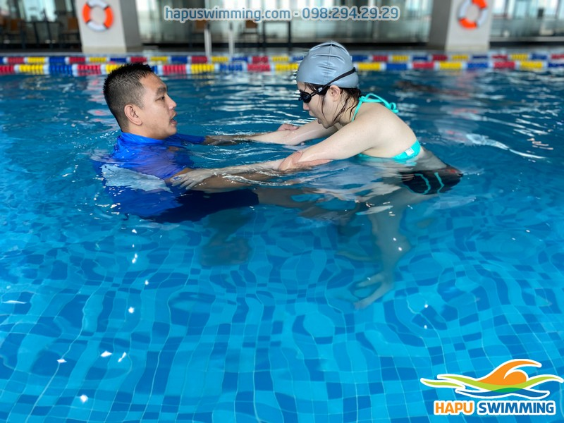 Học bơi cấp chứng chỉ tại bể bơi The Legend Pool