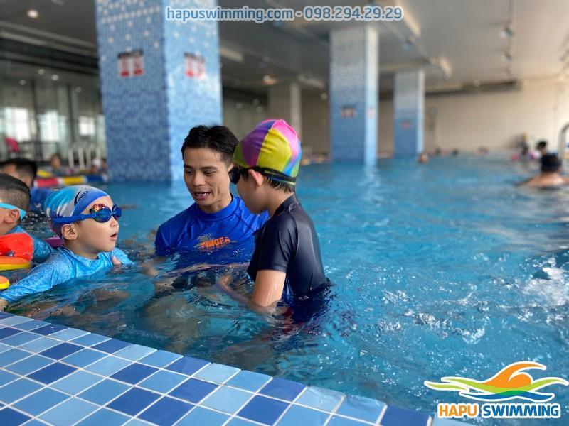 Bể bơi The Legend Pool không gian rộng, thoáng, chất lượng nước sạch