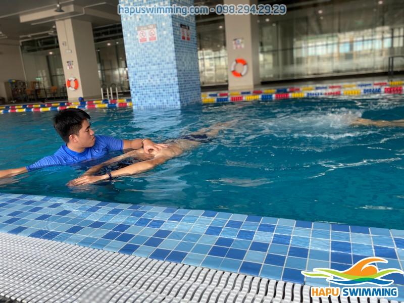 Học bơi kèm riêng giá rẻ tại bể The legend pool