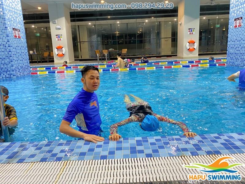 Lớp học bơi bể The Legend Pool - Địa chỉ học bơi tuyệt vời nhất Hà Nội