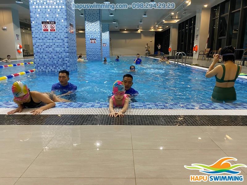 Khôn gian học bơi tại The legend Pool cực thoáng đãng và rộng rãi