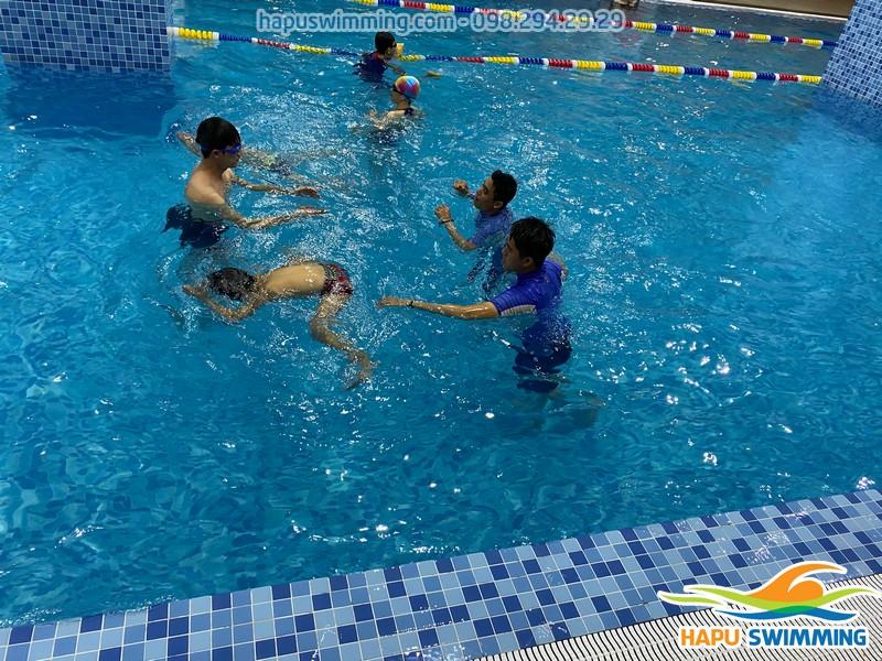 Lớp học bơi tốt nhất Hà Nội được tổ chức tại bể bơi bốn mùa Tăng Bạt Hổ